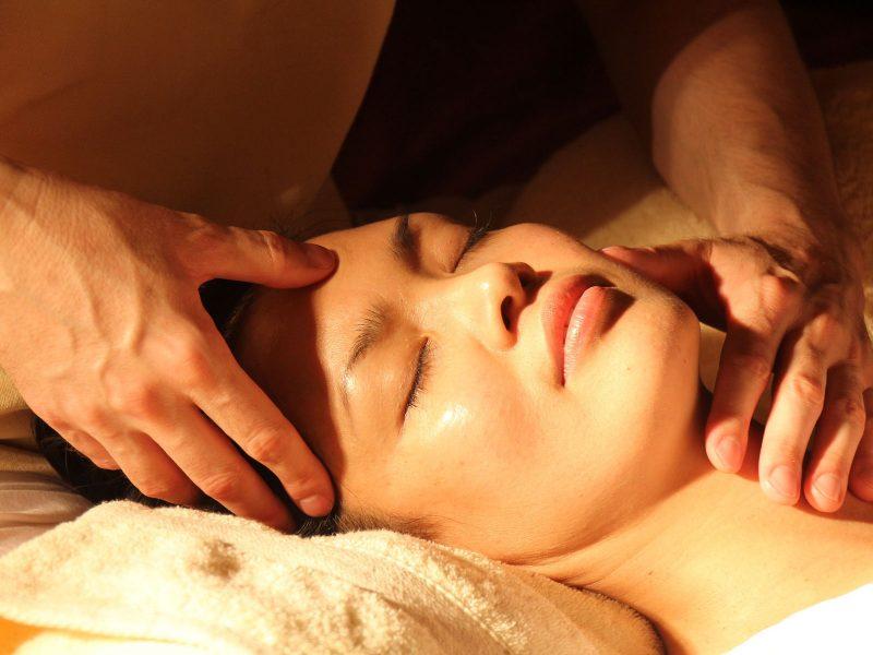 Chinesische Druckpunkt-Massage